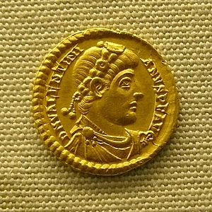 300px-Solidus_de_Valentinien_MAN